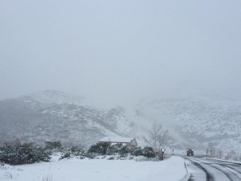 硫黄山再びの雪化粧